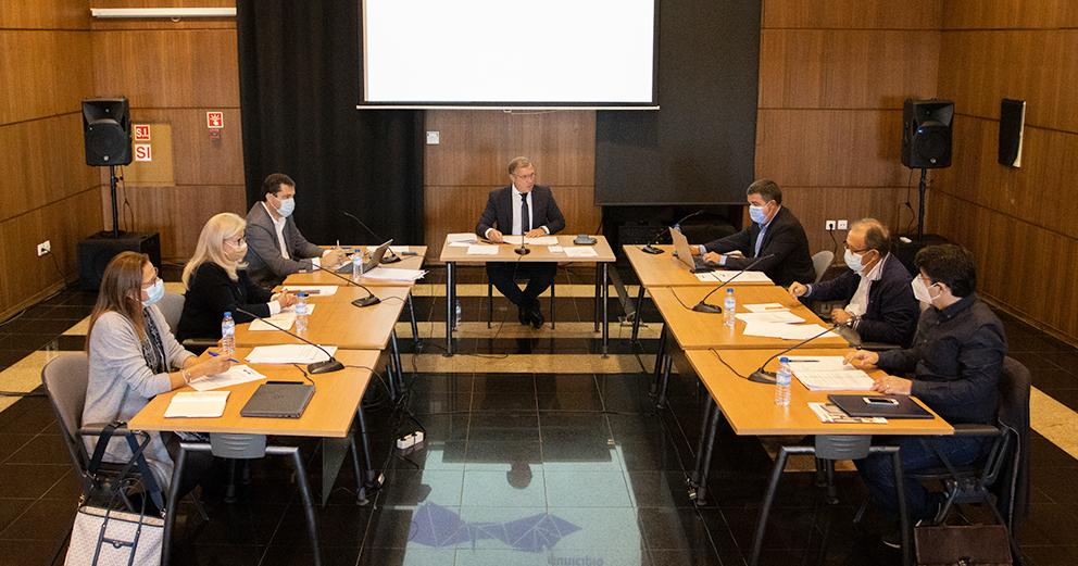 Reuniões de Câmara - Terças-feiras, 09:30. Periodicidade quinzenal.