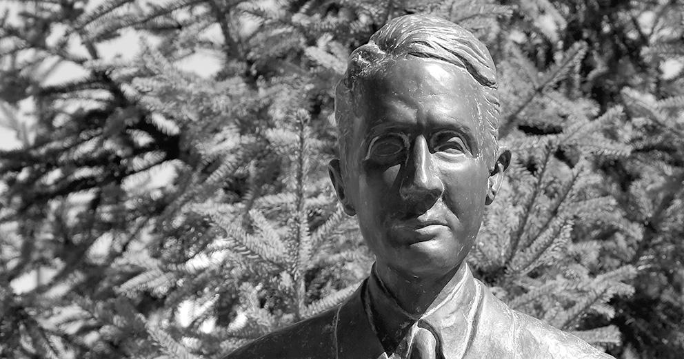 Estátua do Poeta António Botto no Jardim de Concavada